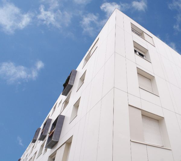 Bâtiment avec un bardage rapporté à Saint Nazaire