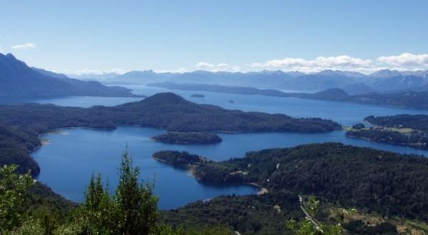 Paysage lacs et forêts