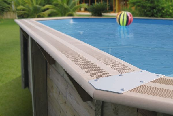 Piscine en bois woodsurfer for Piscine bois composite